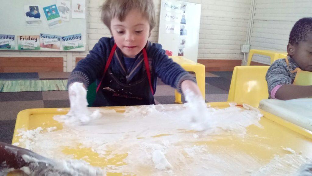 Sensory messy play (5)